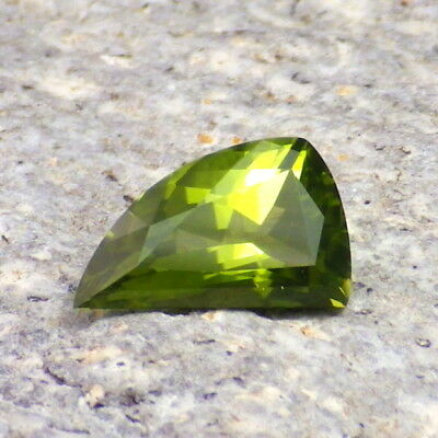 PERIDOT / OLIVINE-ARIZONA 1.62Ct FLAWLESS-NATURAL LIME GREEN COLOR-FOR JEWELRY!