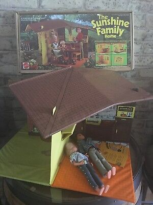 Vintage The Sunshine Family Play House Home 1973 No. 7801  with original Box