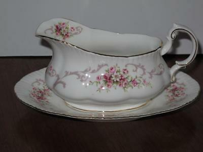Paragon Rose Bouquet Gravy Boat with Underplate Pink Roses