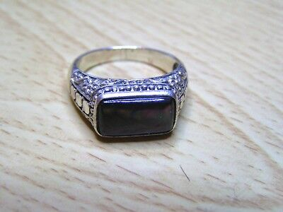 925 Sterling Silver Ring VINTAGE!  Sz10  5.5g, with stone.