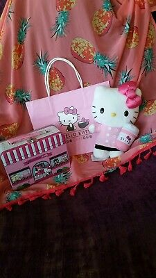 COLLECTIBLE Hello Kitty Cafe LOT lunchbox, confetti popcorn, barista plush, &Bag