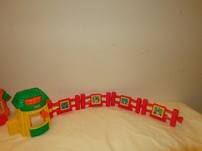 Fisher-Price Little People Red ZOO FENCE & FOOD HUT Lot