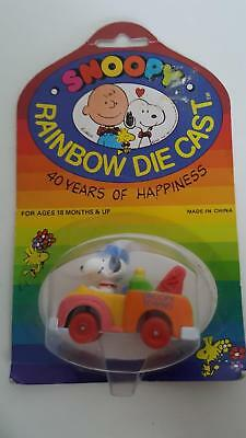 SNOOPY Rainbow Die-cast 40 Years of Happiness Snoopy in Tow Truck MOC