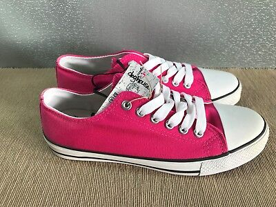 BNWT Ladies older Girls Sz 6 Rivers Doghouse Brand Hot Pink lace up Canvas Shoes