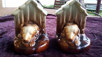 RARE AUSTRALIAN NEWTONE POTTERY DOG & KENNEL BOOKENDS.CIRCA 1930s