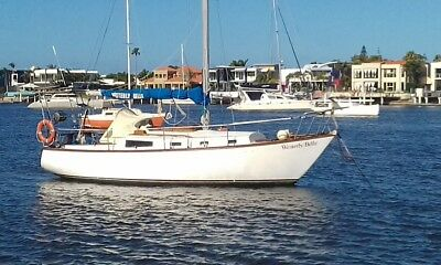 9.3 m Roberts Yacht - Solid and Spacious Fibreglass Cruiser