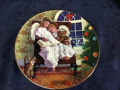 Avon Heavenly Dreams Christmas Plate, Rare 1998 Issue