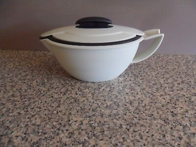 TUPPERWARE MICROWAVABLE  INSULATED GRAVY BOAT WITH LID 550ml