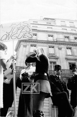 A BAS LES JUPES LONGUES Mini SKIRT MODE LAPIDUS Police Manif Fashion Photo 1969