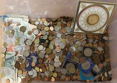Large Job Lot of 8 KG UK & FOREIGN Unsorted COINS & BANKNOTES Various Eras - 217