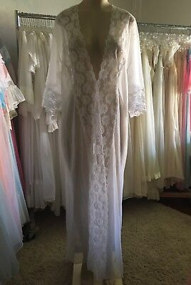 VINTAGE White CHIFFON Peignoir Robe~Wear-as-a NIGHTGOWN~STUNNING LACE RUNNER~M L