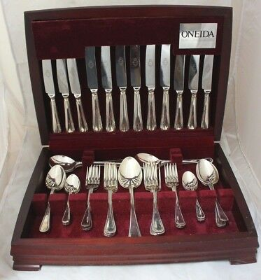 ONEIDA 44 COMMUNITY Piece Cutlery Canteen Set Silver EPNS A1 WOODEN BOX - 226