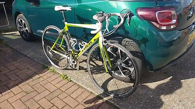 ed40e2bd63f TREK MADONE 2.3 C H2 Road Bike - Lime Green/Crystal White (with  accessories) - £250.00 | PicClick UK