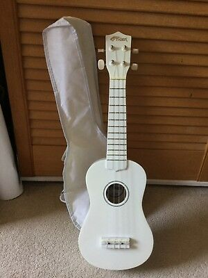 Tiger Beginner Soprano Ukulele & Free Bag White
