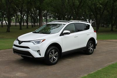 Toyota RAV4 XLE 1 Owner only 2k Miles One Owner Perfect Carfax Heated Leather Seats Moonroof Only 2k Miles