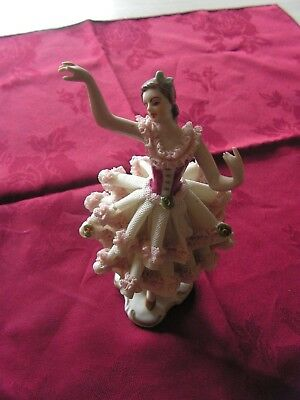 Figurine Ancienne  porcelaine sevres ??? numerotee   (m)