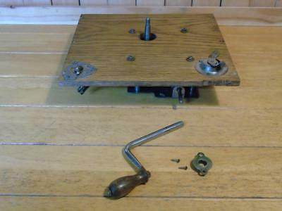 VINTAGE GRAMOPHONE MECHANISM and CRANK FOR RESTORATION FREE UK P&P