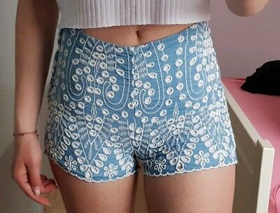 M652-956785 Gr 36 Tolle Jeans Shorts in Medium Blue bleached