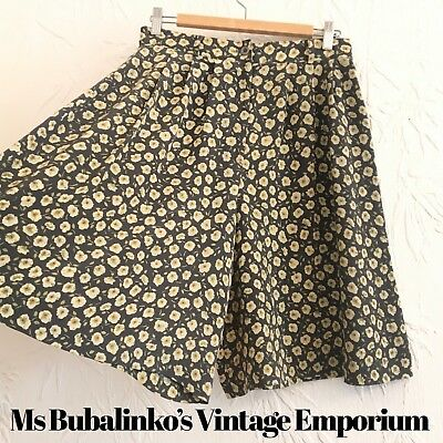 Vintage 90s Green Floral Culottes Shorts Size 12 High Waist Wide Leg