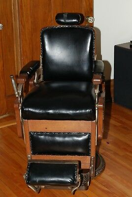 Antique barber chair, completely original, in very good condition. Koken