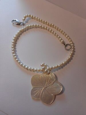 """Mother of Pearl Flower Pendant Pearl Bead Necklace 18"""" Long"""