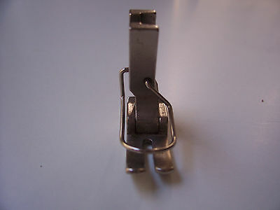 Industrial straight sewing foot with guard