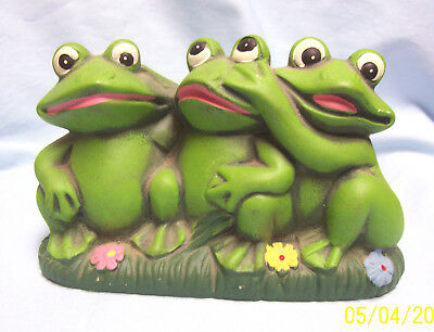 """Collectible Three Whimsical Frogs Together Figurine Ceramic Wild Life 5.5"""" Tall"""