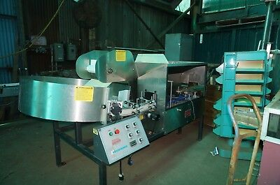 Kaps-All AU-6 Bottle un-scrambler and feeder for an automatic filling line