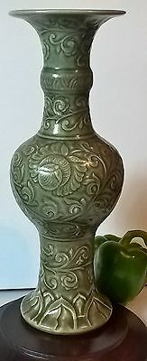large17th century antique chinese longquan celadon vase
