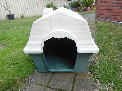 Tough Plastic Dog Kennel  with Removable Lid for cleaning.  68cmx56cmx55cm