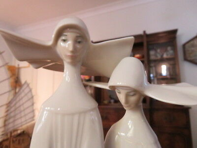 Lladro 04611 two Nuns with rosary beads. Perfect condition. As new
