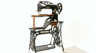 Singer  29K58 / 29-4  Sewing Machine WithTable- Looks & Sews Well - Don't Miss !