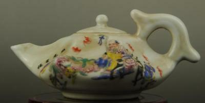 China old hand-made famille rose porcelain old man and child pattern teapot b01