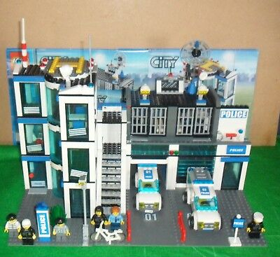 Lego City Police Station 7498 Complete With Instructions 5999
