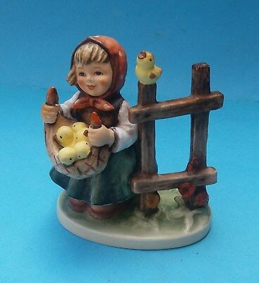 HUMMEL CHICKEN-LICKEN FIGURINE - No. HUM 385