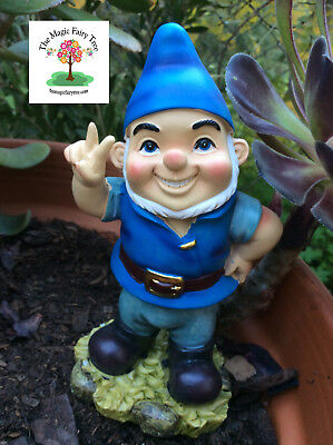 Gnomeo Peace Gnome or Victory wobble garden joke gnomes figurine.