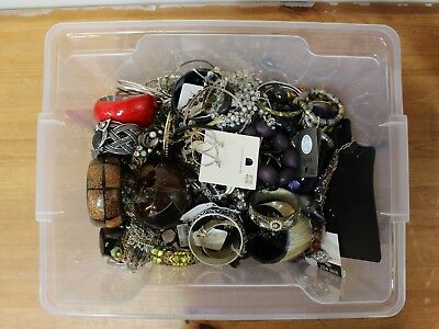 HUGE Job Lot of Costume Jewellery 7 kg Necklaces, Bracelets, Earrings - 250