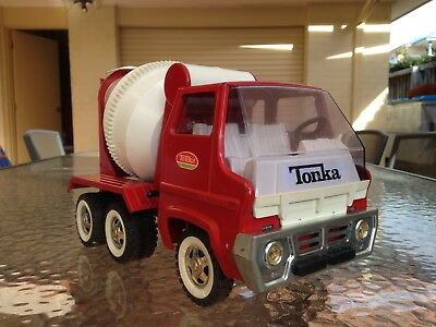 TONKA 1960's CEMENT TRUCK IN EXCELLENT ORIGINAL CONDITION