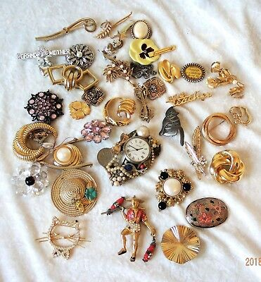 Stuck?  Vintage Lot Of Mixed Costume Jewelry Brooches & Pins  - Wear/Repair