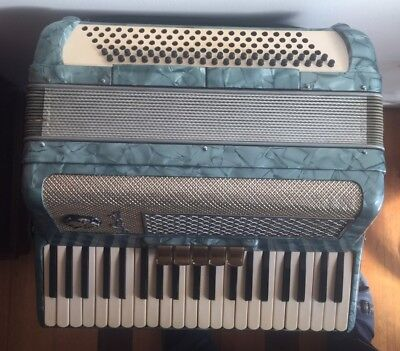 Vintage SONOLA Accordion 120 Basses VGC for repairing Free Postage Made in Italy