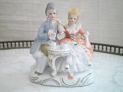 Tres Beau Biscuit Figurine Groupe Scene Galante  Porcelaine Biscuit