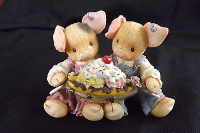 """Enesco This Little Piggy """"LOVE IS PIGGIN OUT WITH YOU""""  Share a Banana Split"""