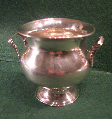 Solid silver two handled silver urn shaped classic sugar bowl. 1913 112grms