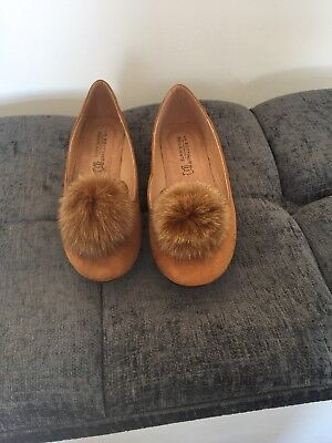 ladies tan flat shoes size 6