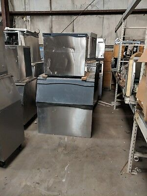 Scotsman ice machine CO 1030 with bin