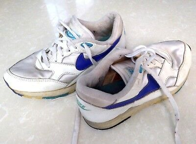 209beab1f93 Vintage Nike Waffle Trainer Racer Shoes Sneakers 7.5 white navy sky blue