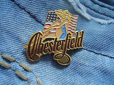 Pin Pins Pin up Girl Chesterfield Cigarettes mit USA Flagge Zigaretten