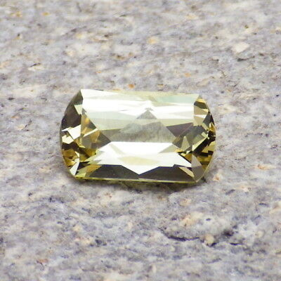 APATITE-MEXICO 2.53Ct FLAWLESS-FOR TOP JEWELRY-NATURAL YELLOW GREEN COLOR!