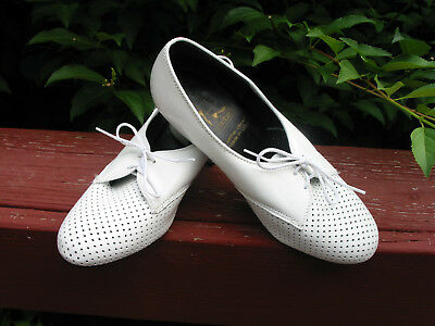 Tic Tac Toes Womens tie dance Shoes white size 7 M leather upper USA made! EUC