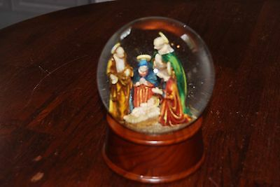 Vintage THREE KINGS Glitter Globe. Christmas Decoration/Table Centre